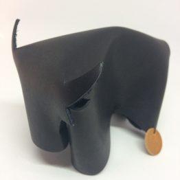 taureau en cuir noir