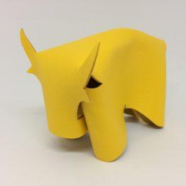taureau en cuir jaune