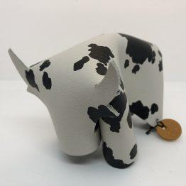 vache à tâches noires